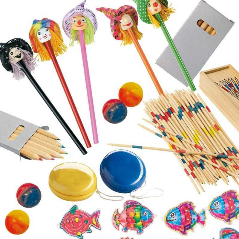 Lot de 206 jouets publicitaires + 1 cadeau